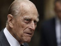 Prince Philip undergoing heart tests, remains in hospital